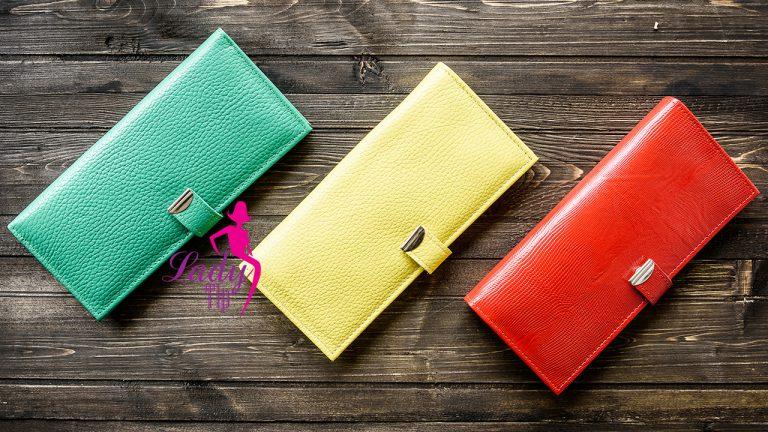 เลือกสีกระเป๋าสตางค์ตามวันเกิด